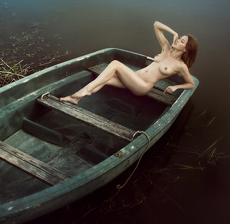 Arkadiy-Kozlovskiy-nude-girl-on-boat