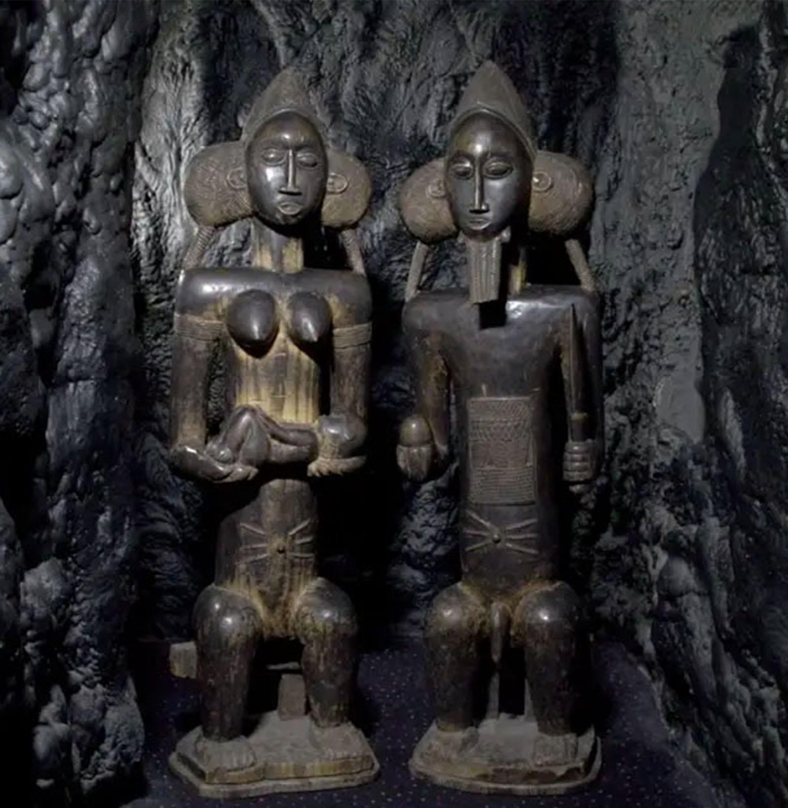 Baule Statues