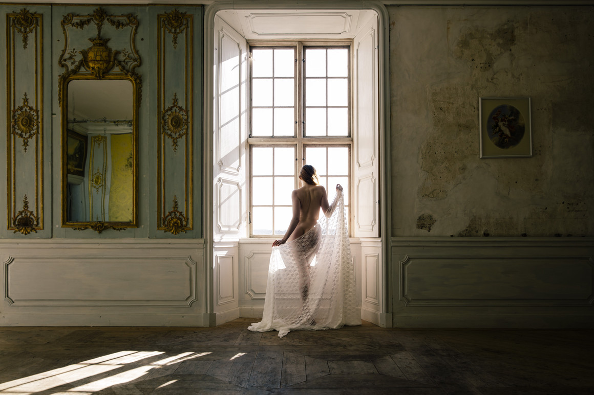 Nude at the castle