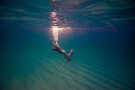 Lily Underwater 1